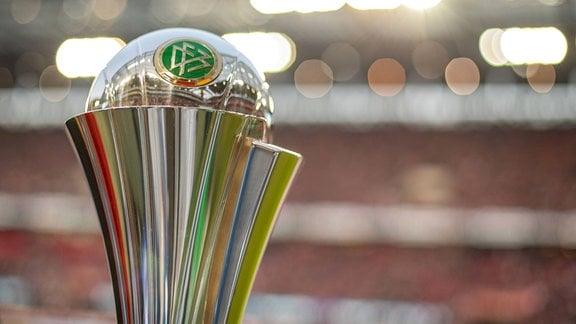 Trophäe des DFB Pokal der Frauen