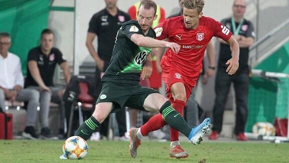Bentley Baxter Bahn (Halle) gegen Maximilian Arnold (Wolfsburg).