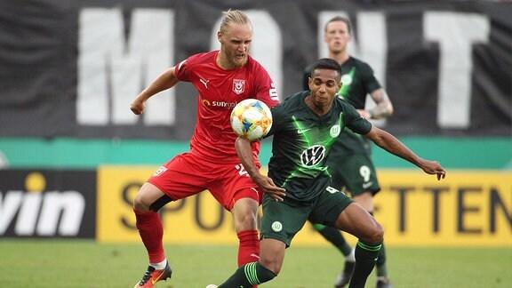Björn Jopek (Halle) gegen Joao Victor (Wolfsburg)