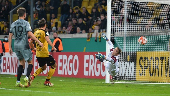 2:1 fuer Pauli, Kevin Broll Torwart, SG Dynamo Dresden