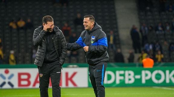 Dresdens Cheftrainer Cristian Fiel links und Hertha-Coach Ante Covic rechts rund eine Stunde vor Anpfiff DFB-Pokal