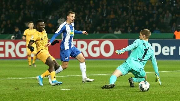 Moussa Kone Tor Torschuß zum 0:1, Vladimir Darida, Torwart Thomas Kraft