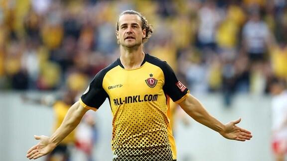 Tor für Dynamo zum 1:0. Im Bild: Torschütze Yannick Stark