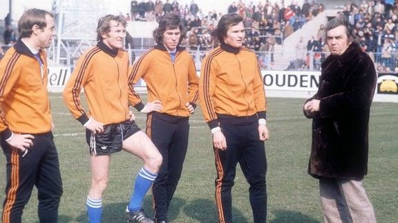 v.li.: Raoul Lambert, Julien Cools, Rene Vandereycken, Ulrik le Fevre und Trainer Ernst Happel