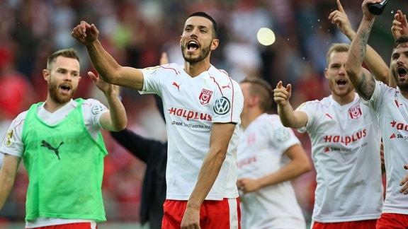Klaus Gjasula - 1. Hauptrunde DFB Pokal Saison 2016-2017 Hallescher FC Halle vs. 1. FC Kaiserslautern im Erdgas Sportpark in Halle