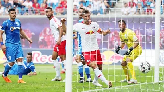 "RB Leipzig - Craiova .Tor für RB Leipzig. Ibrahima Konaté"" / Konate (6, RB Leipzig) erzielt den Treffer zum 1:0 per Kopf. Willi Orban (4, RB Leipzig) jubelt."