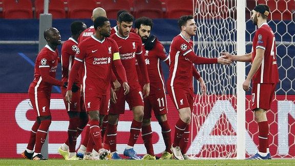 Spieler von Liverpool jubeln nach einem Tor.