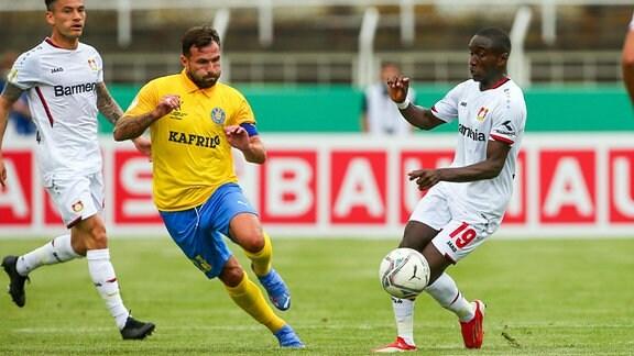 Sascha Pfeffer 23, Lok und Moussa Diaby 19, Leverkusen