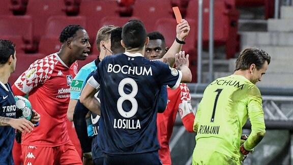 Rote Karte für Manuel Riemann (VfL Bochum)