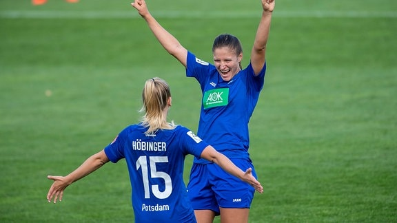 Melissa Kössler jubelt mit Marie Hörbiger