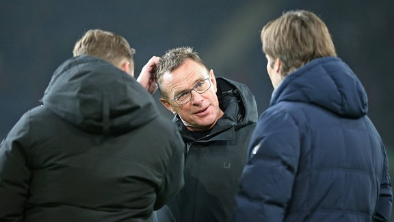 Manager Horst Heldt (Hannover), Trainer / Sportdirektor Ralf Rangnick (RB Leipzig) und Sportlichen Leiter Gerhard Zuber (Hannover)