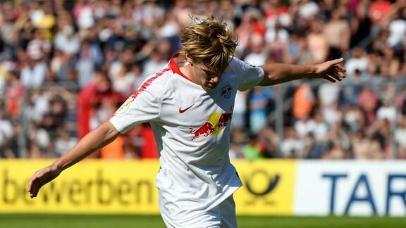 Emil Forsberg (RBL) jubelt nach seinem Trefffer zum 1:2