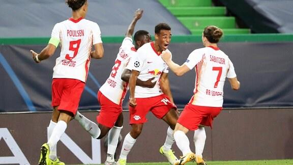 Spieler von RB Leipzig jubeln über den Sieg gegen Athletico Madrid.