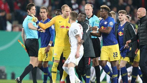 Spieler von RB Leipzig und FC Augsburg