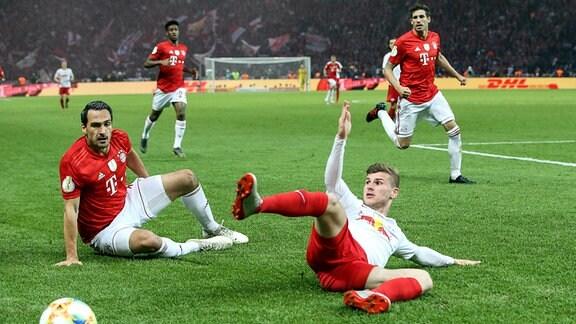 Timo Werner (RB Leipzig) gegen Mats Hummels (FC Bayern München)