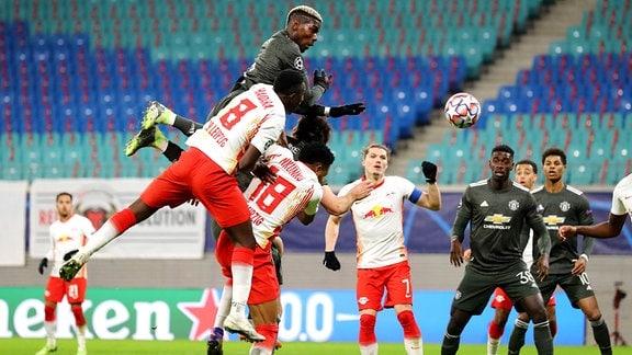 RB Leipzig - Manchester United - Tor für Manchester. Paul Pogba 6, Manchester trifft zum 3:2. vorn Amadou Haidara 8, RB Leipzig