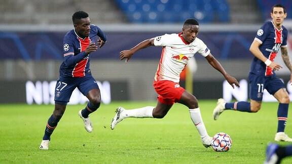 v.l.: Idrissa Gueye Gana 27, Paris und Amadou Haidara 8, RB Leipzig