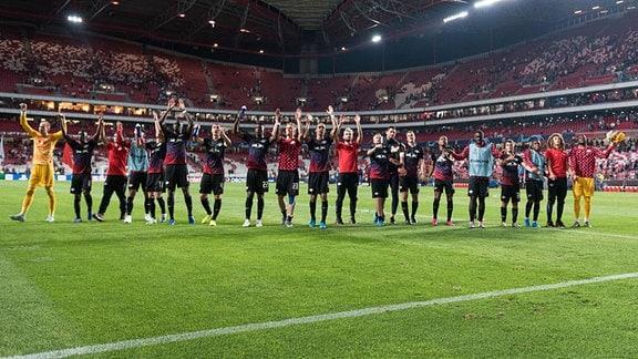 Mannschaft von RB Leipzig bedankt sich bei den Fans