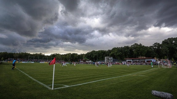 Dunkle Wolken über dem Stadion Vogelgesang, 2014