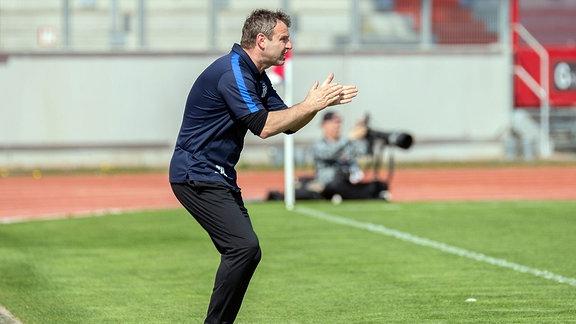 Thomas Hentschel (FC Oberlausitz Neugersdorf, Trainer), gestikulierend