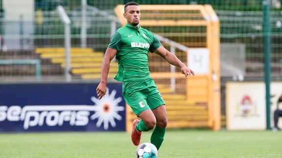 Benjamin Luis (21, Chemie) am Ball