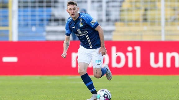 Christian Bickel 7, Chemnitzer FC, am Ball.