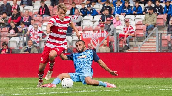 im Zweikampf Niklas Geisler Energie Cottbus und Ahmad Assaf FC Eilenburg