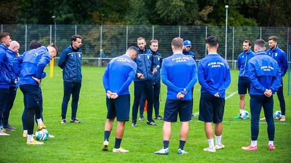 Trainern Andreas Patz mit Spielern