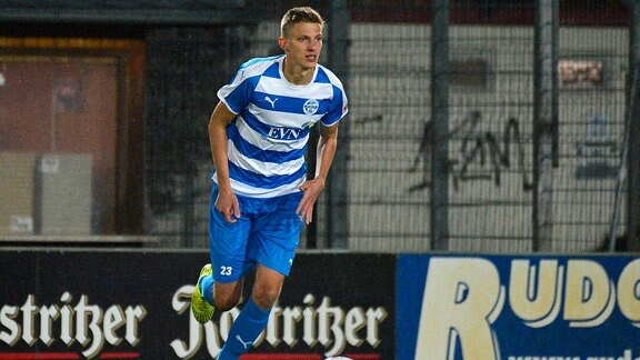 Felix Müller am Ball