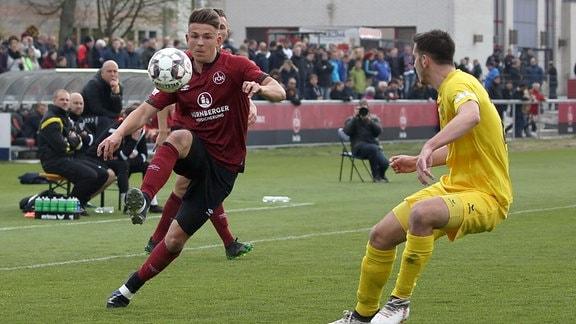 Felix Schimmel (8, 1. FC Nürnberg FCN II ) Johannes Golla (20, SpVgg Bayreuth)