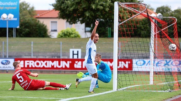 Jakub Moravec jubelt über Tor