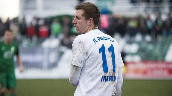 Der Neugersdorf-Spieler Josef Marek mit der Rückennummer Elf steht auf dem Spielfeld.
