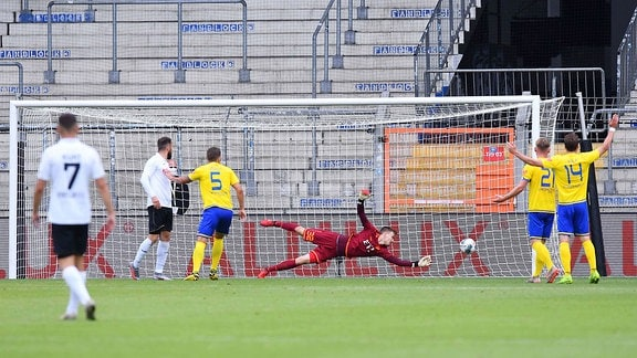 1. FC Lokomotive Leipzig am 30.06.2020 in der SchücoArena in Bielefeld Tor zum 1:1 durch Ron Schallenberg  Verl.