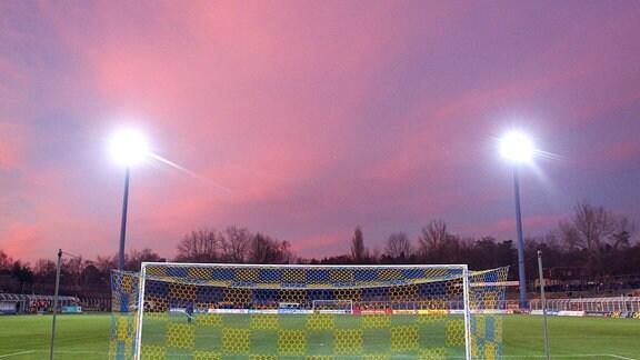 Lok Leipzig: Bruno-Plache-Stadion mit Flutlicht