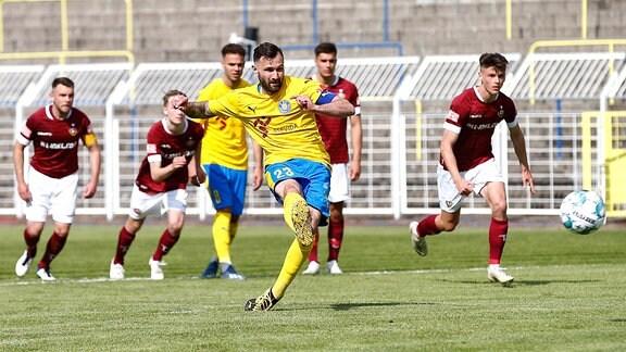 Leipzigs Sascha Pfeffer trifft zum 3:0