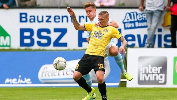 Marc-Philipp Zimmermann vor Lukas Aigner