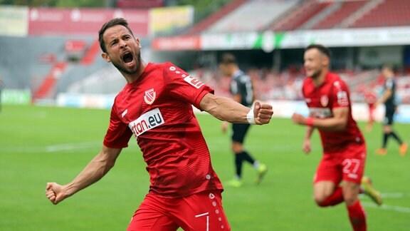 Max Kremer (Energie Cottbus) bejubelt seinen Treffer zum 1:0