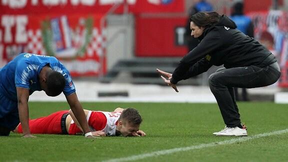 Erfurts Marius Wegmann und Trainer Thomas Brdaric