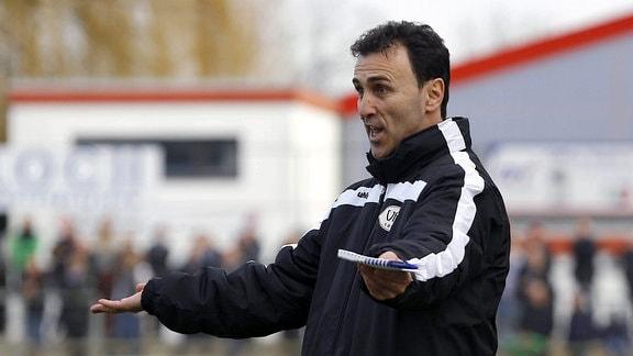 Predrag Uzelac (Trainer, VfB Oldenburg) ist sauer