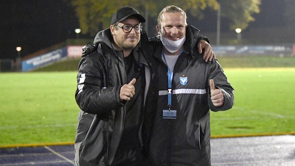 Trainer Benedetto Muzzicato, FC Viktoria 89 Berlin, Sportdirektor Rocco Teichmann ,FC Viktoria 89 Berlin, Jubel nach dem Abpfiff.