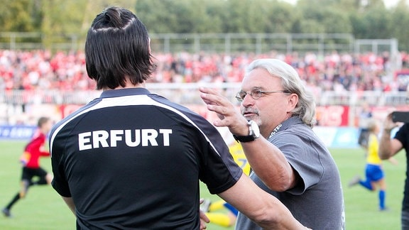 v.l.: Trainer Thomas Brdaric ( Erfurt) und Trainer Heiko Scholz (Lok)
