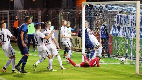 Im Bild - Tor für den Chemnitzer FC.  Christian Bickel (7, Chemnitz) trifft per Freistoß zum 1:2.