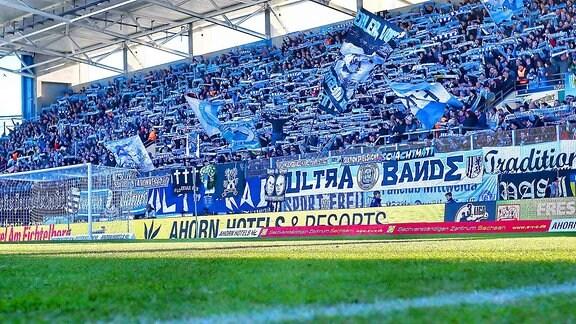 Zuschauerkulisse der Südtribüne des Chemnitzer FC.