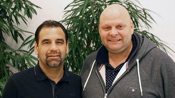 Das Bild zeigt Ulf Kirsten (li.) mit Nico Kleofas, Präsident von Wacker Nordhausen.