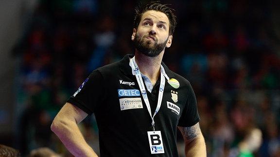 Bennet Wiegert (Magdeburg, Trainer) schaut skeptisch