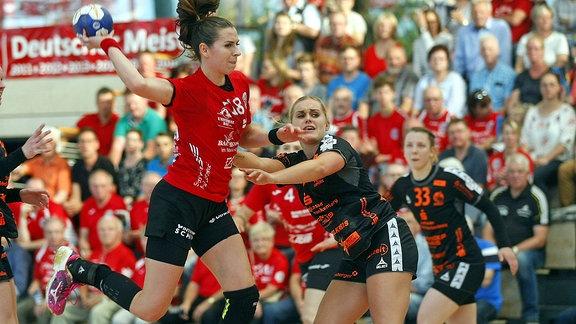 Iveta Luzumovß und Anouk Nieuwenweg