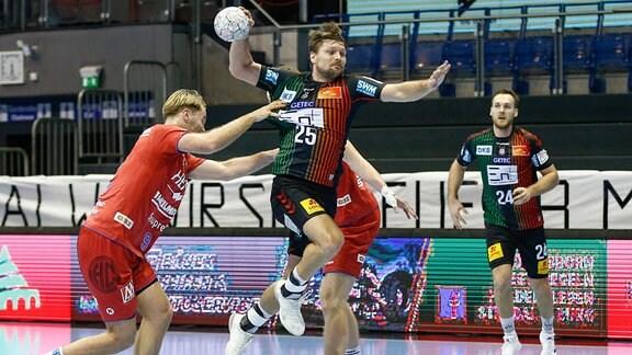 Marko Bezjak (Magdeburg, 25) wirft