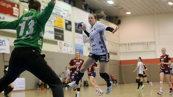 Tor durch Jenny Choinowski, 20.02.2021 Zwickau Handball Frauen 2.BL BSV Sachsen vs Wuppertal