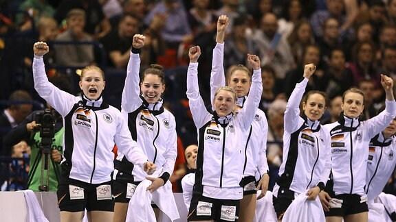 Handball Nationalmannschaft der Frauen mit Meike Schmelzer, Emily Bölk und Alicia Stolle