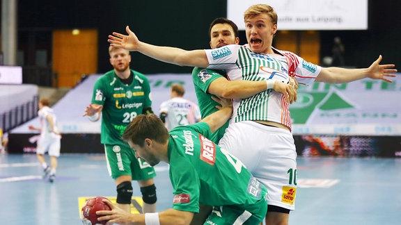 Patrick Wiesmach 4, Leipzig, Gisli Thorgeir Kristjansson 10, SCM und Bastian Roscheck 19, Leipzig.